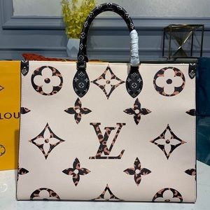 Louis Vuitton onthego white cameral